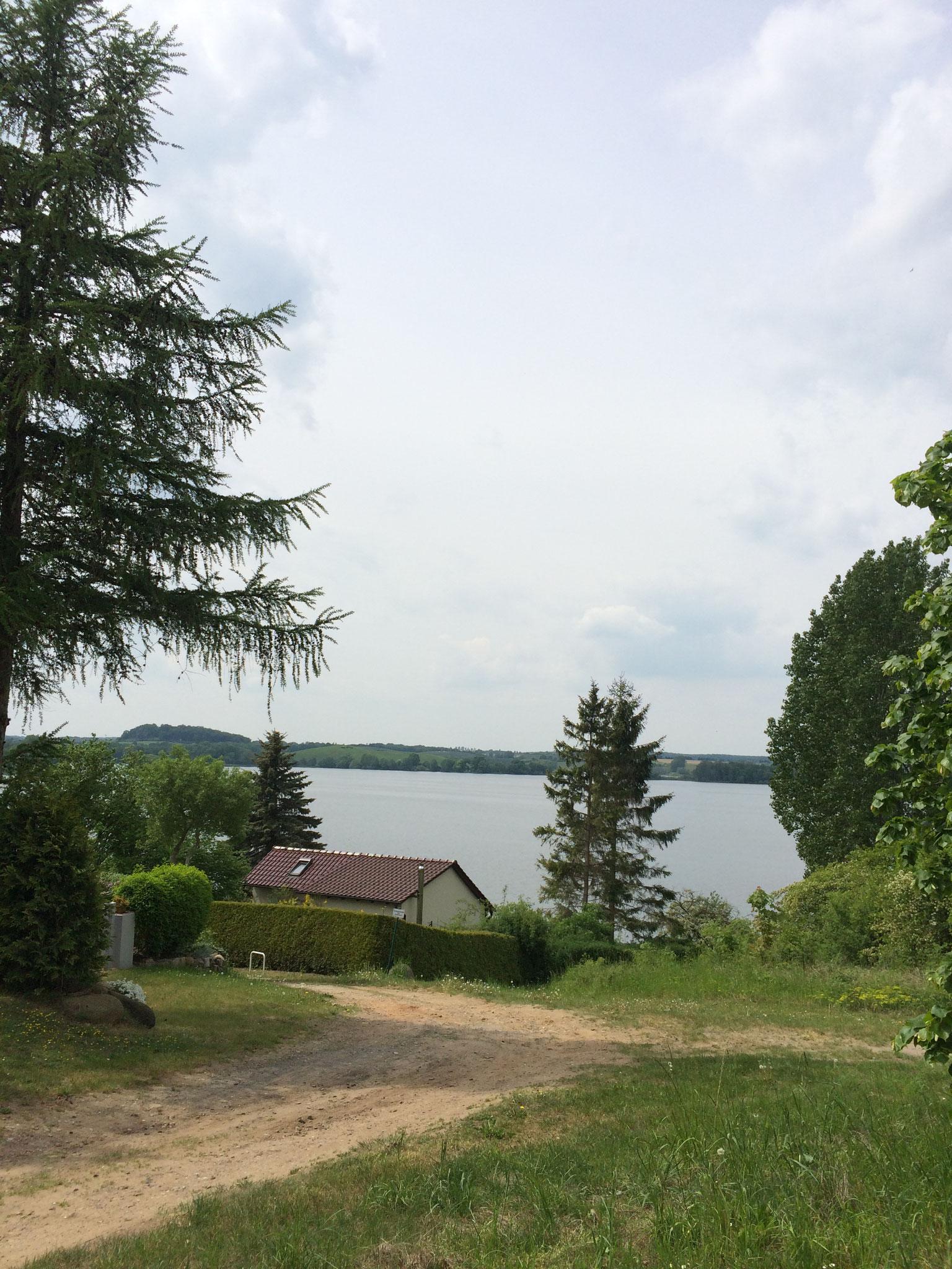 Blick auf den See von der Bungalowsiedlung