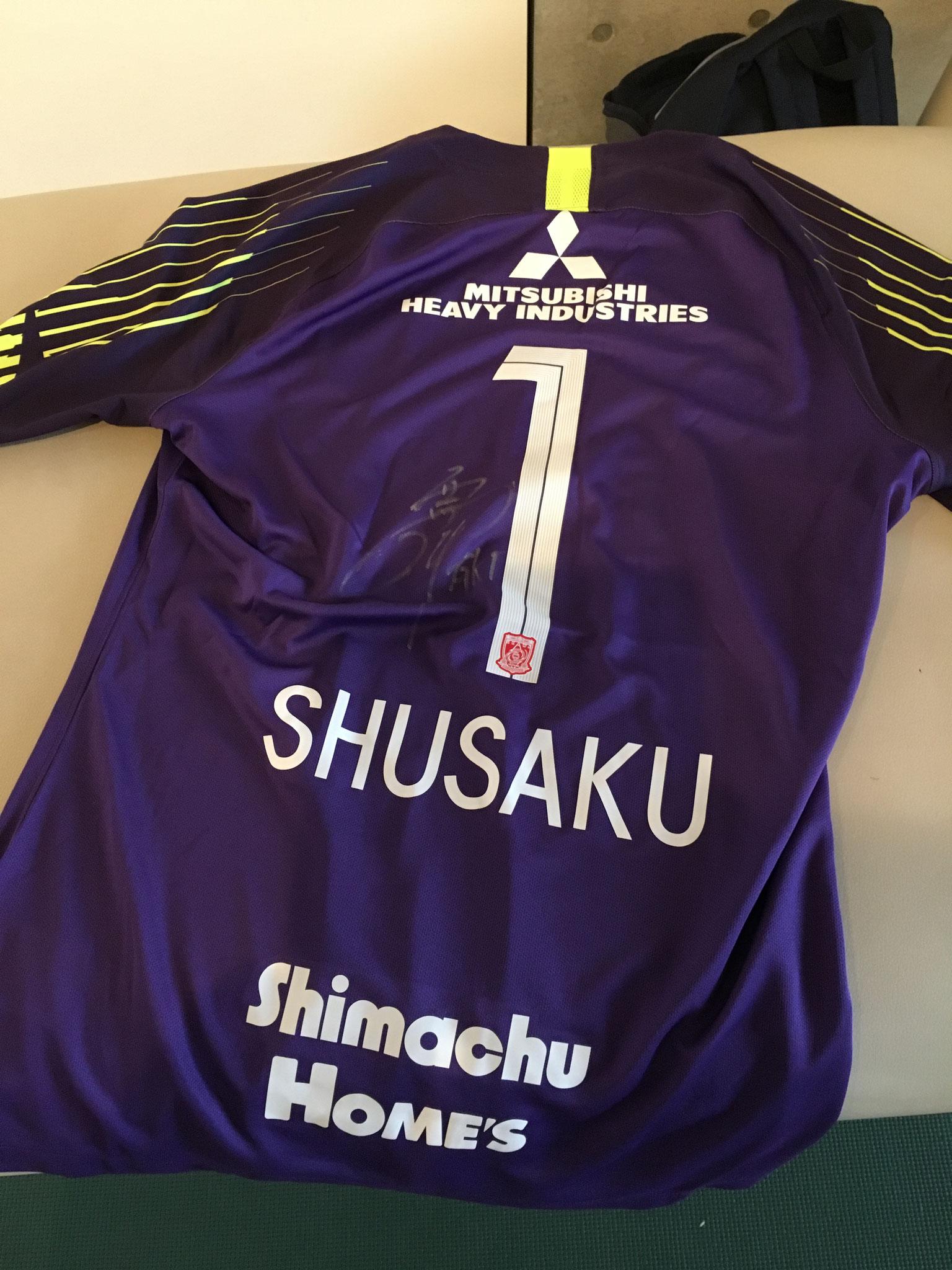 浦和レッズGK、西川周作選手からいただきました。