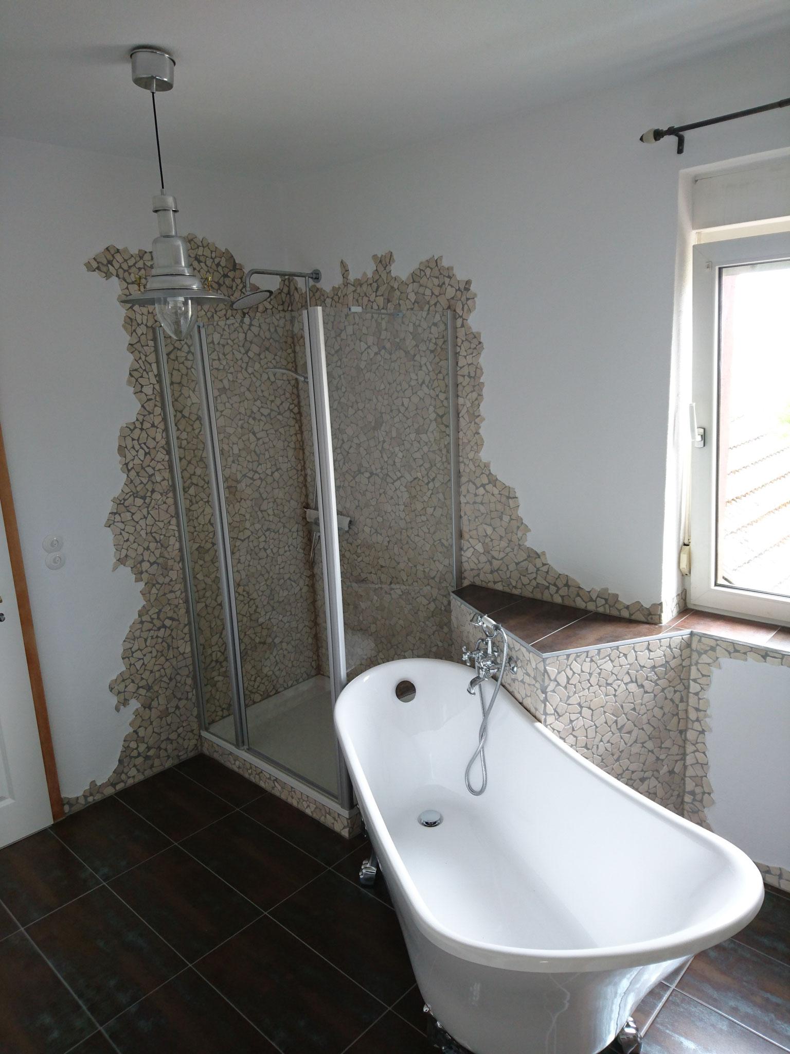 Dusch und Wannenbereich mit Seitenwände