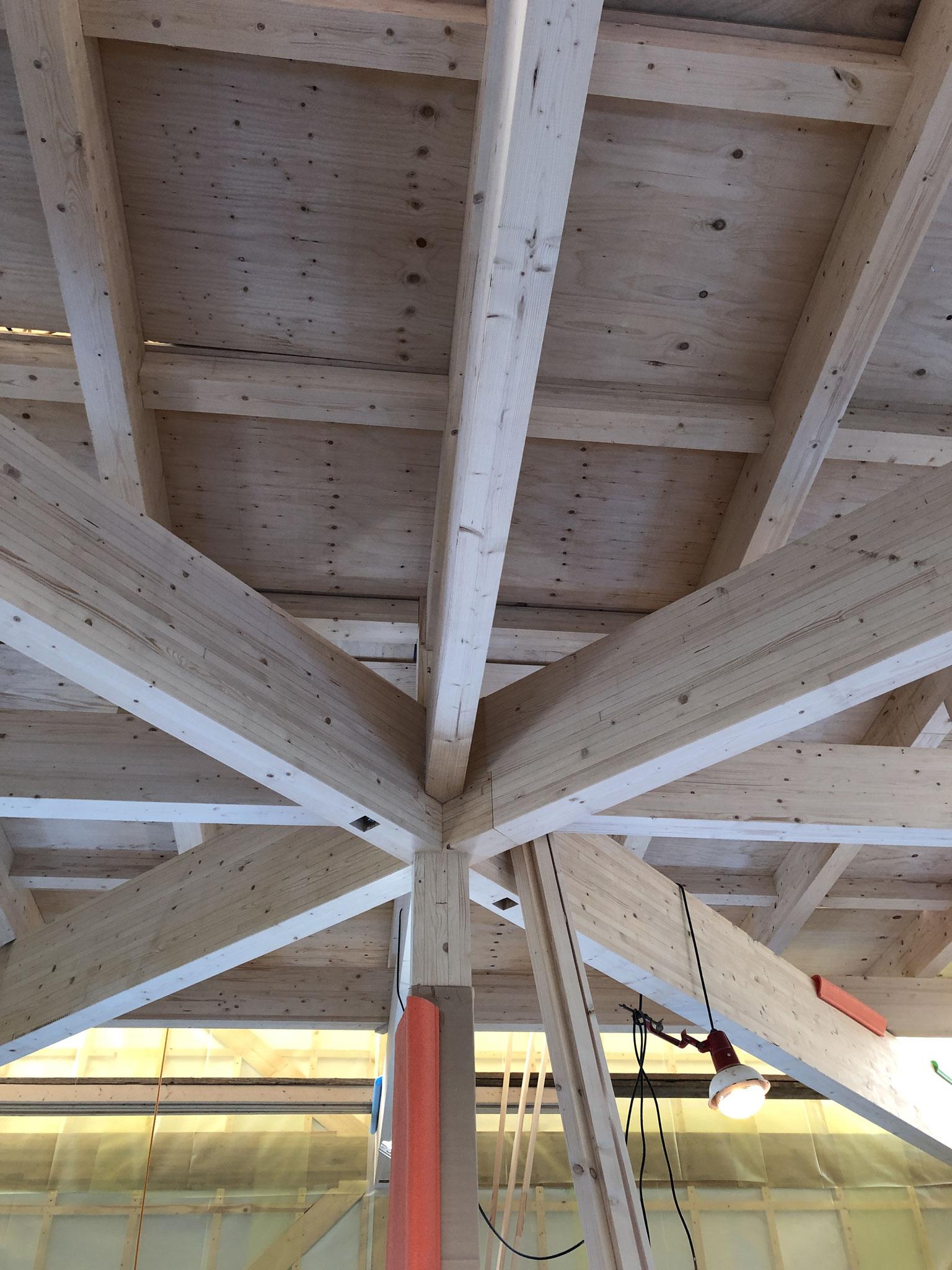 2階を支える構造柱