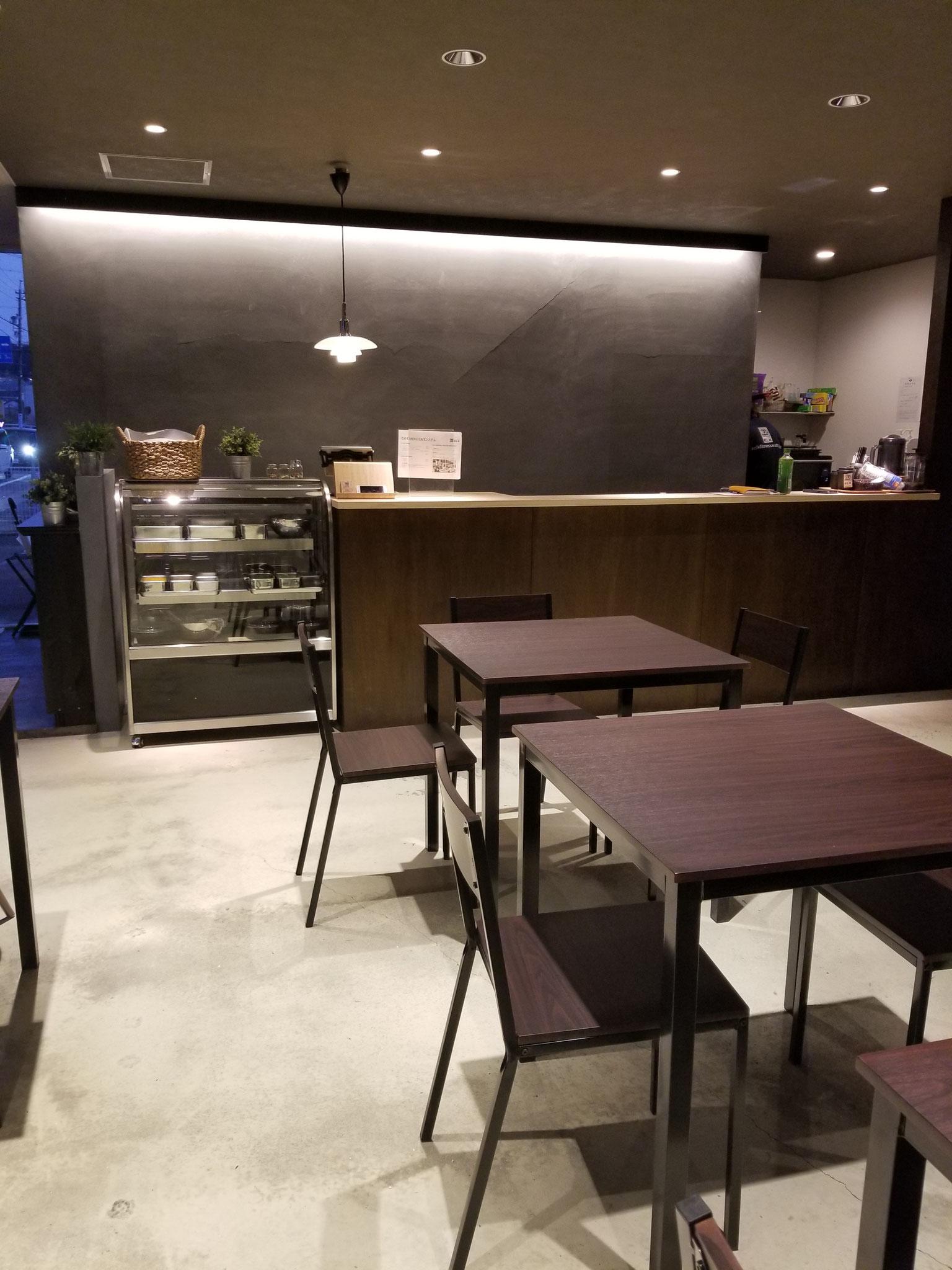 カフェ客席!店内14席をご用意しております。