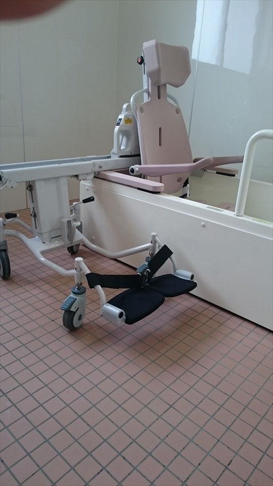 浴室 -電動車いすのまま入浴可能③-