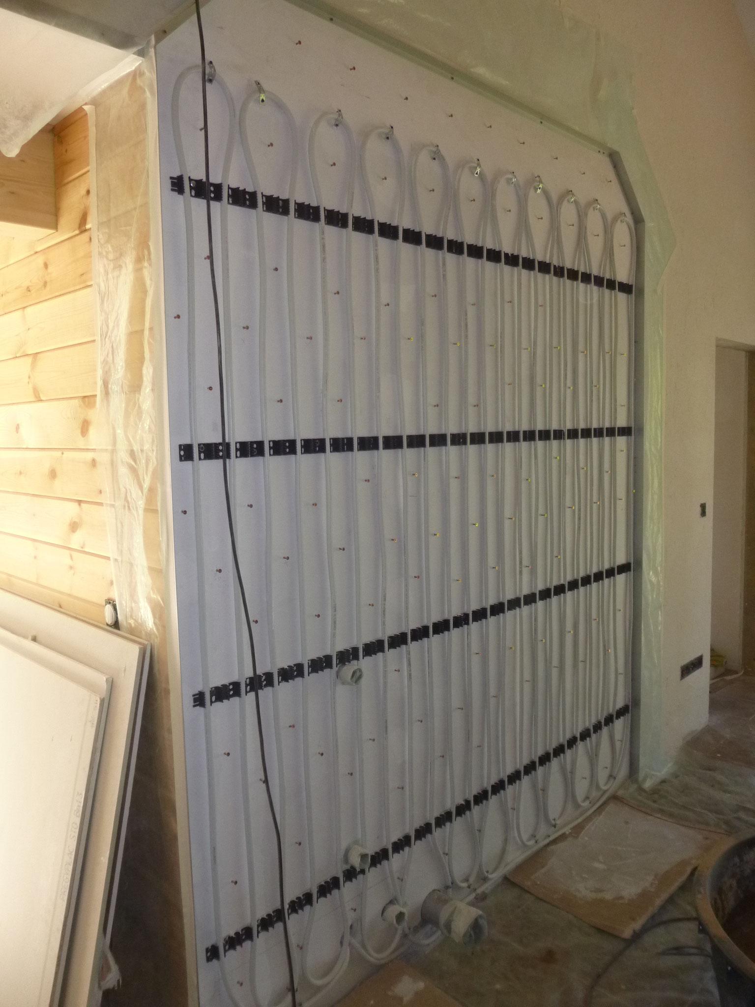 Installation des tubes du mur chauffant