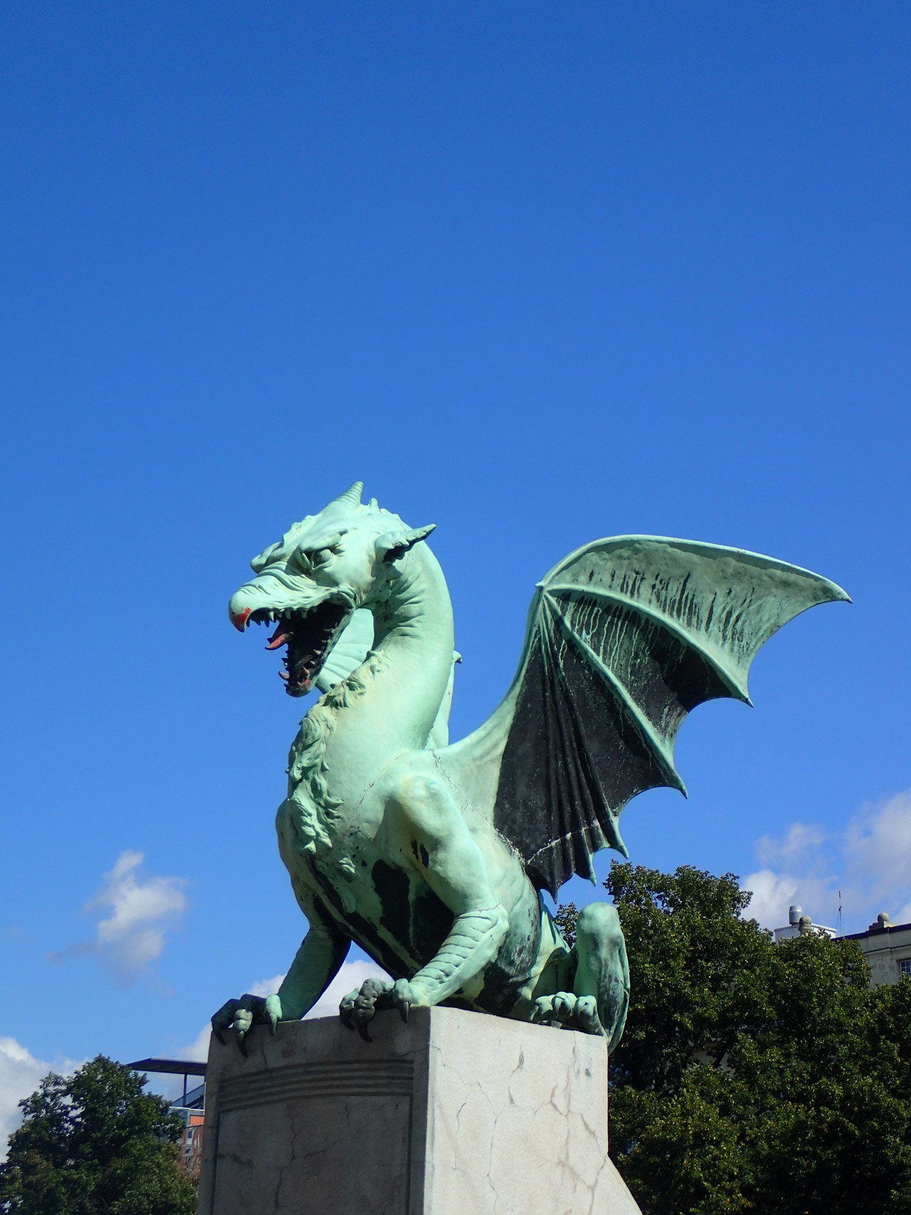One of the four dragon statues on the dragon bridge