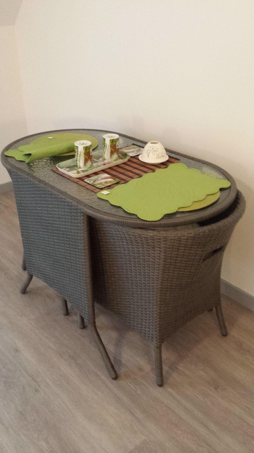 """table """"duo"""" pour un petit-déj en amoureux"""