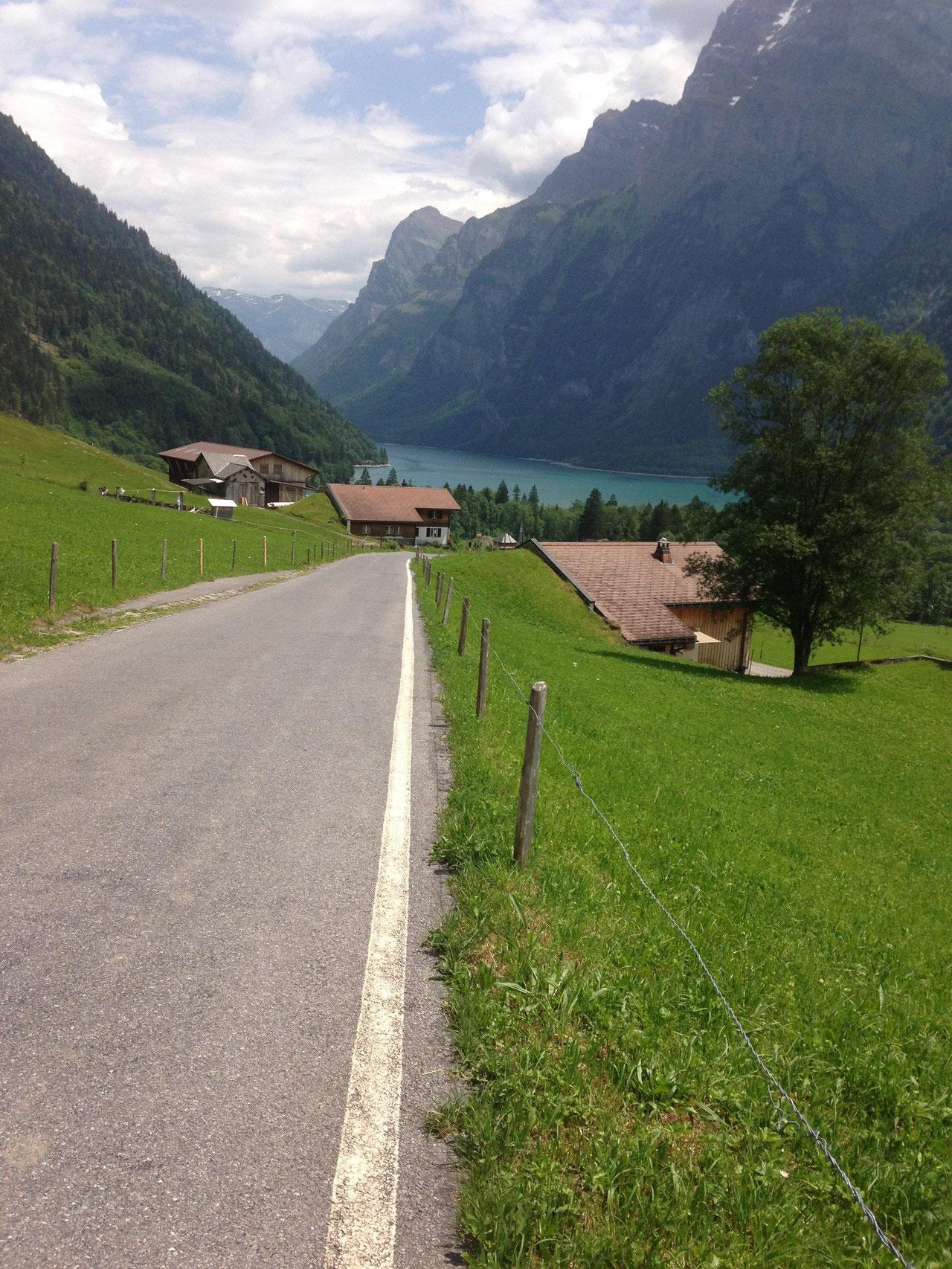 Abfahrt zum Klöntalersee-Gommiswald