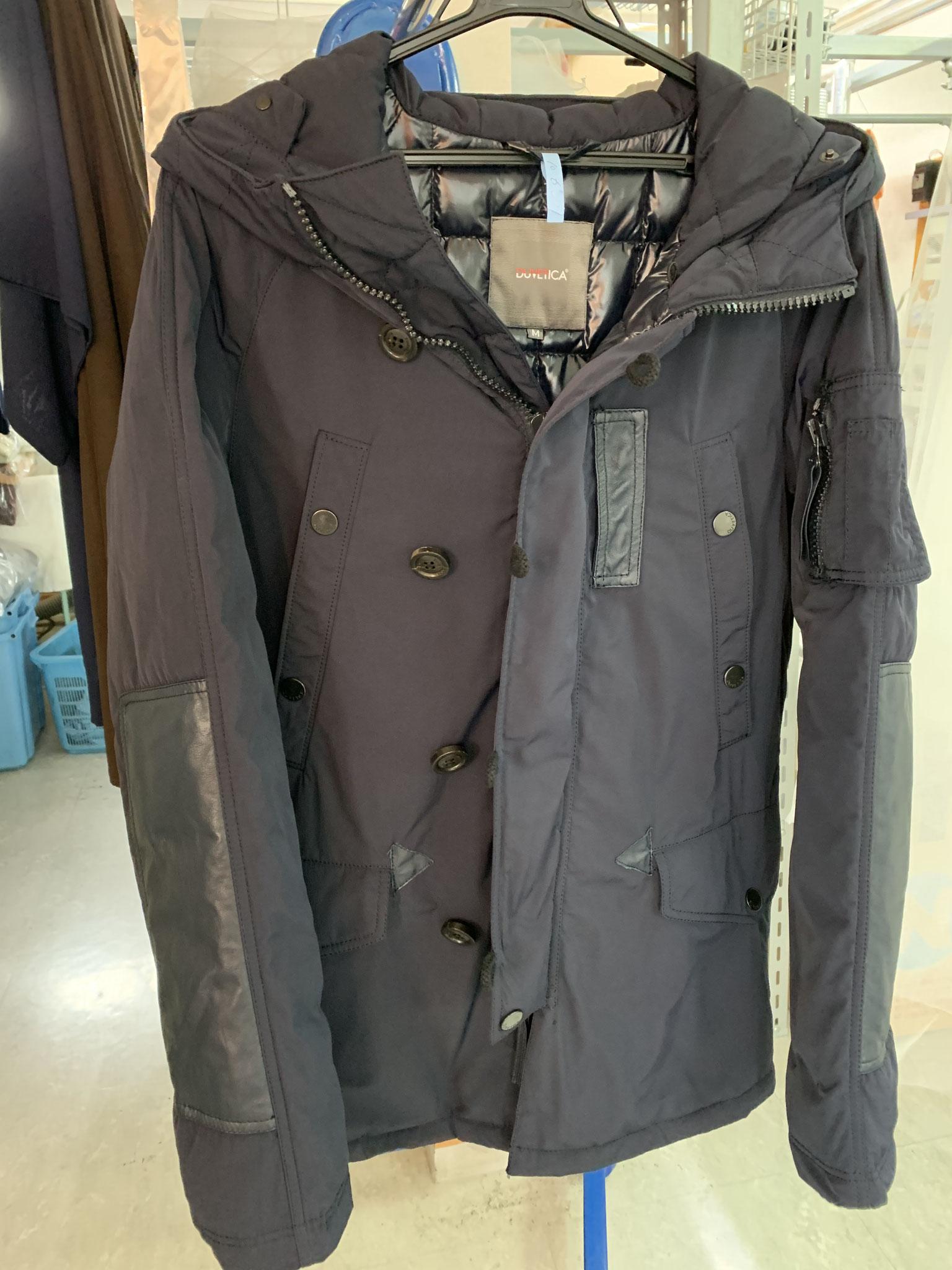 デュベティカ皮革付きダウンジャケット