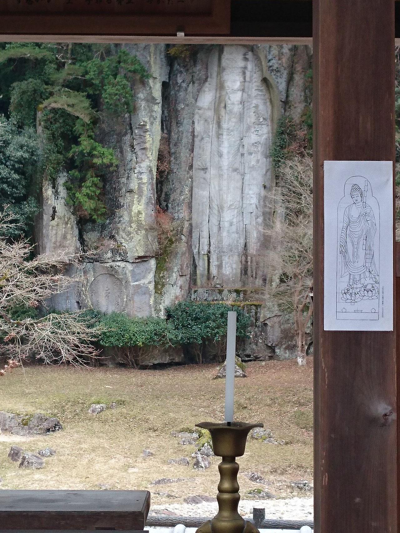 巨大さに圧倒 大野寺 弥勒磨崖仏