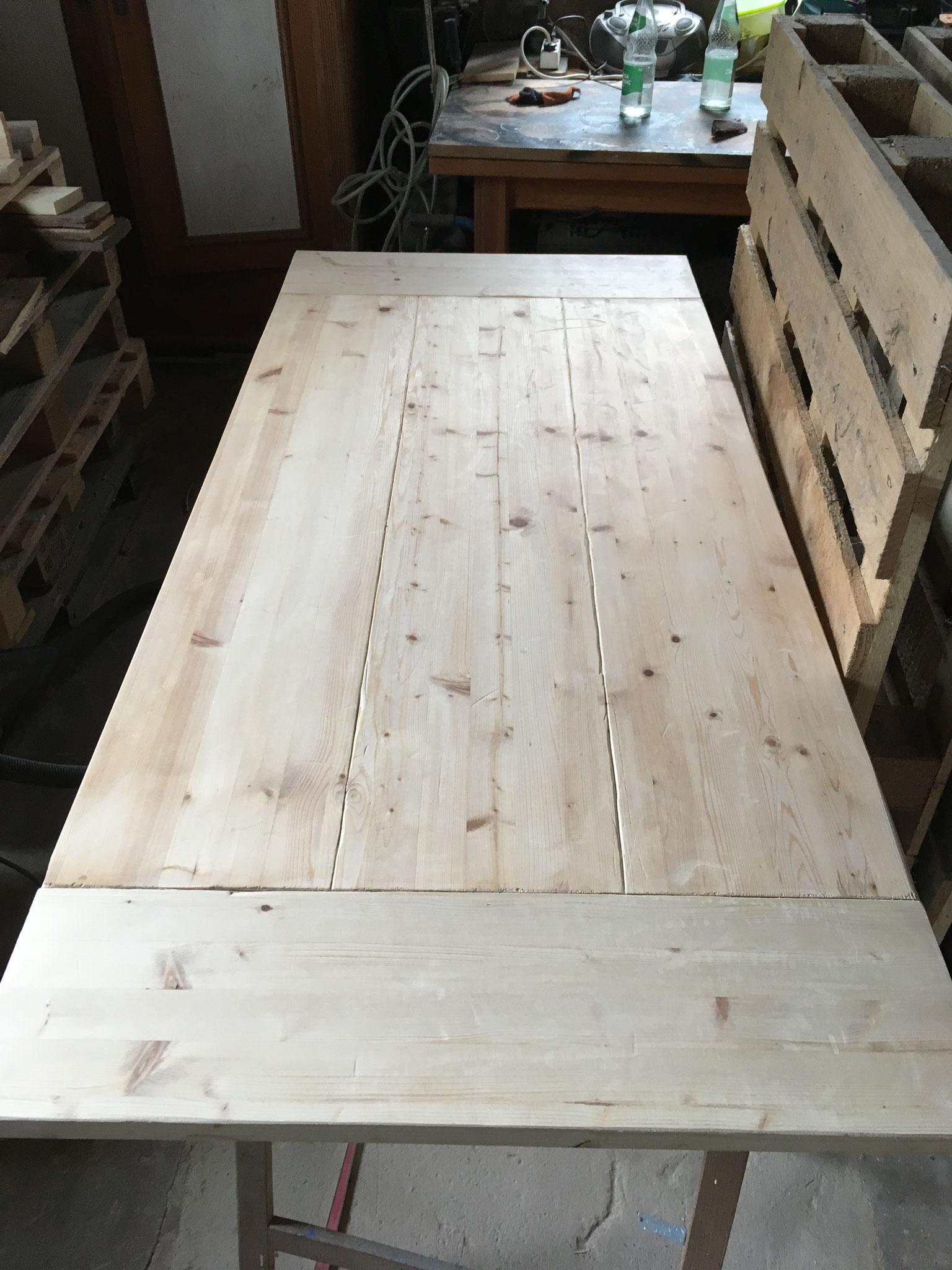 geschliffener Tisch