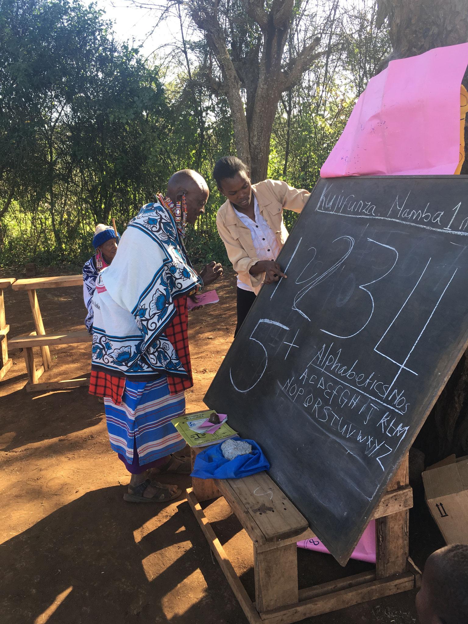 Unterricht bei der Enduet Frauengruppe