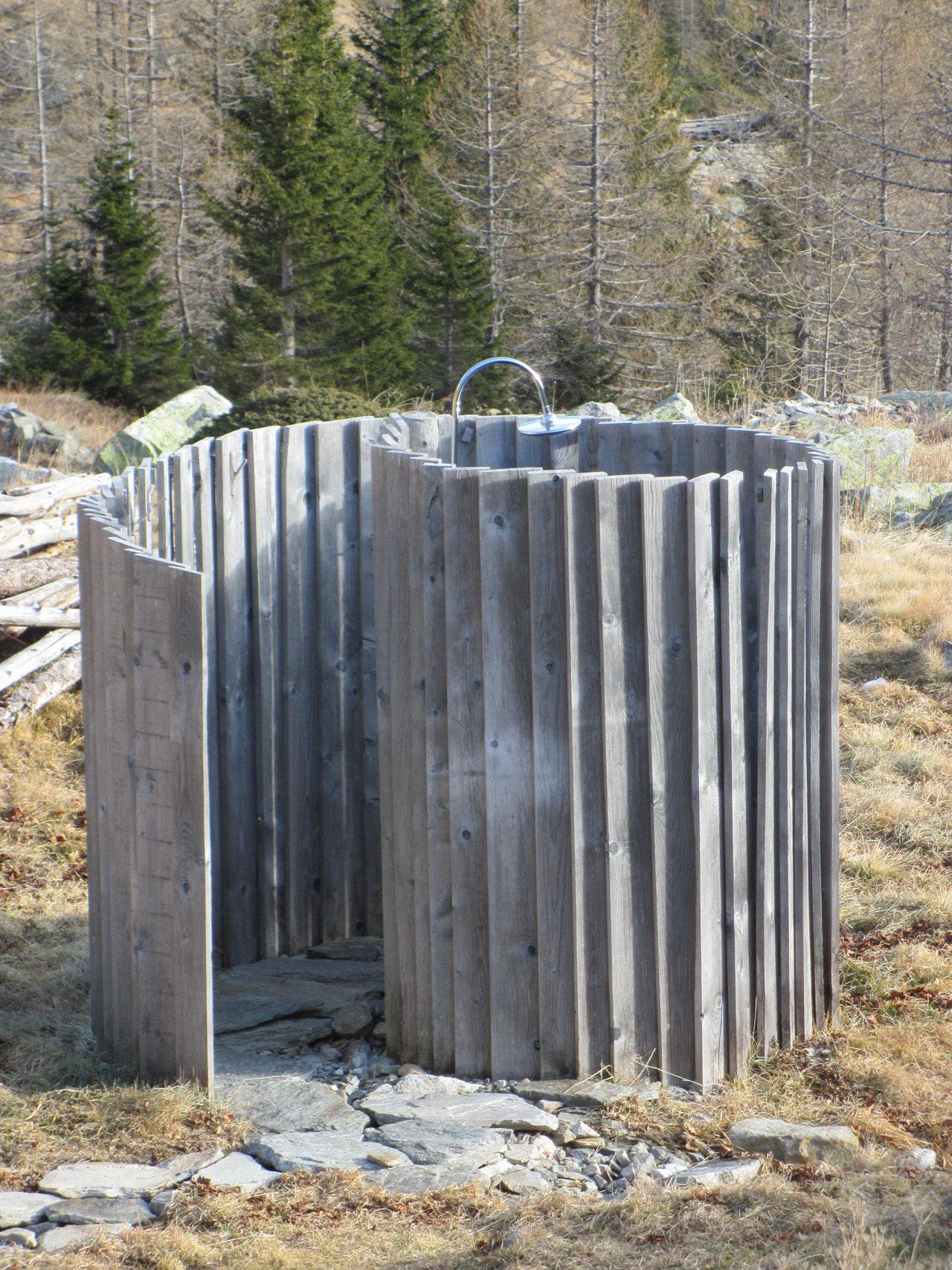 Outdoor-Dusche