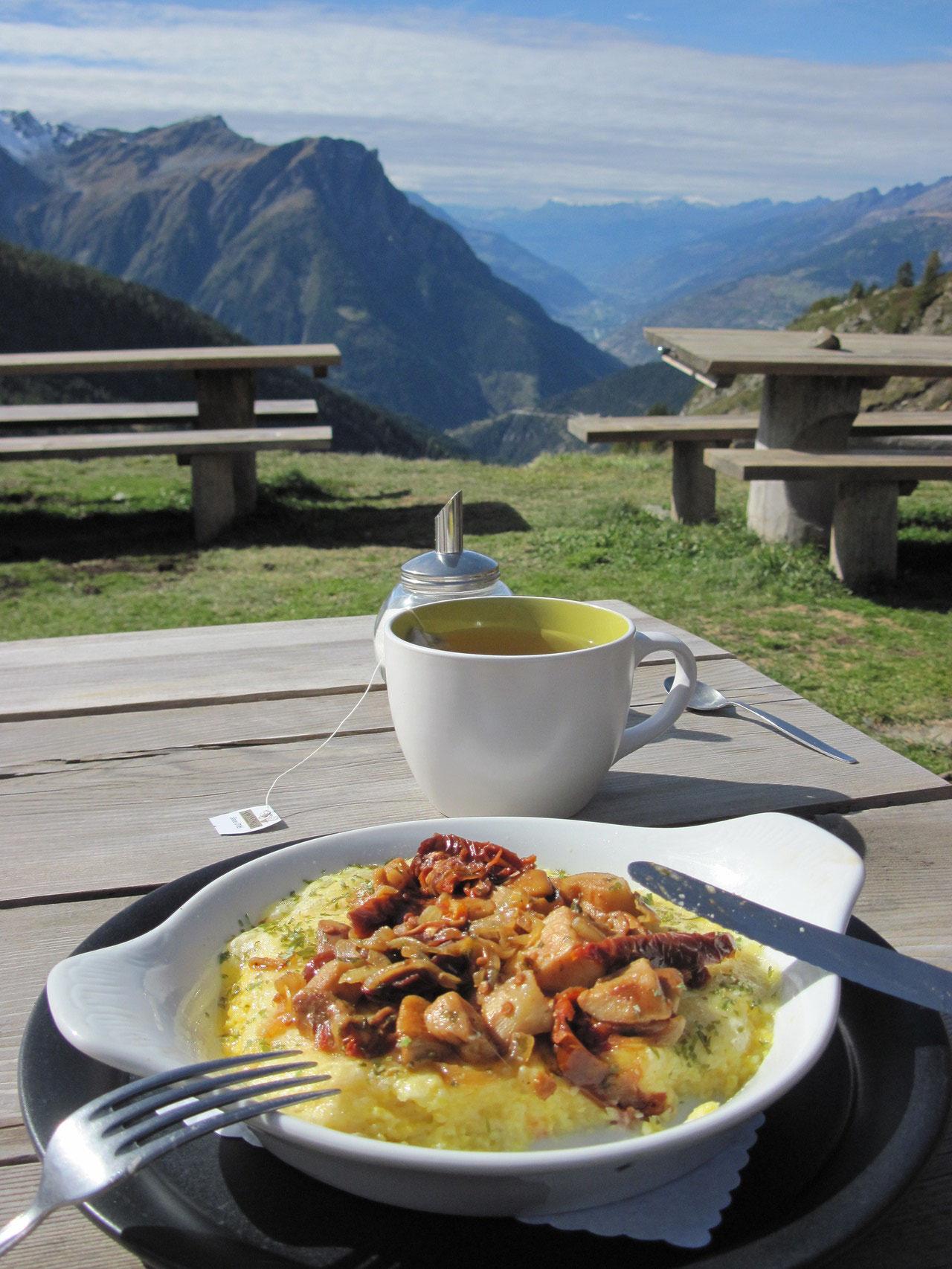 Mittagessen in der Bortelhütte