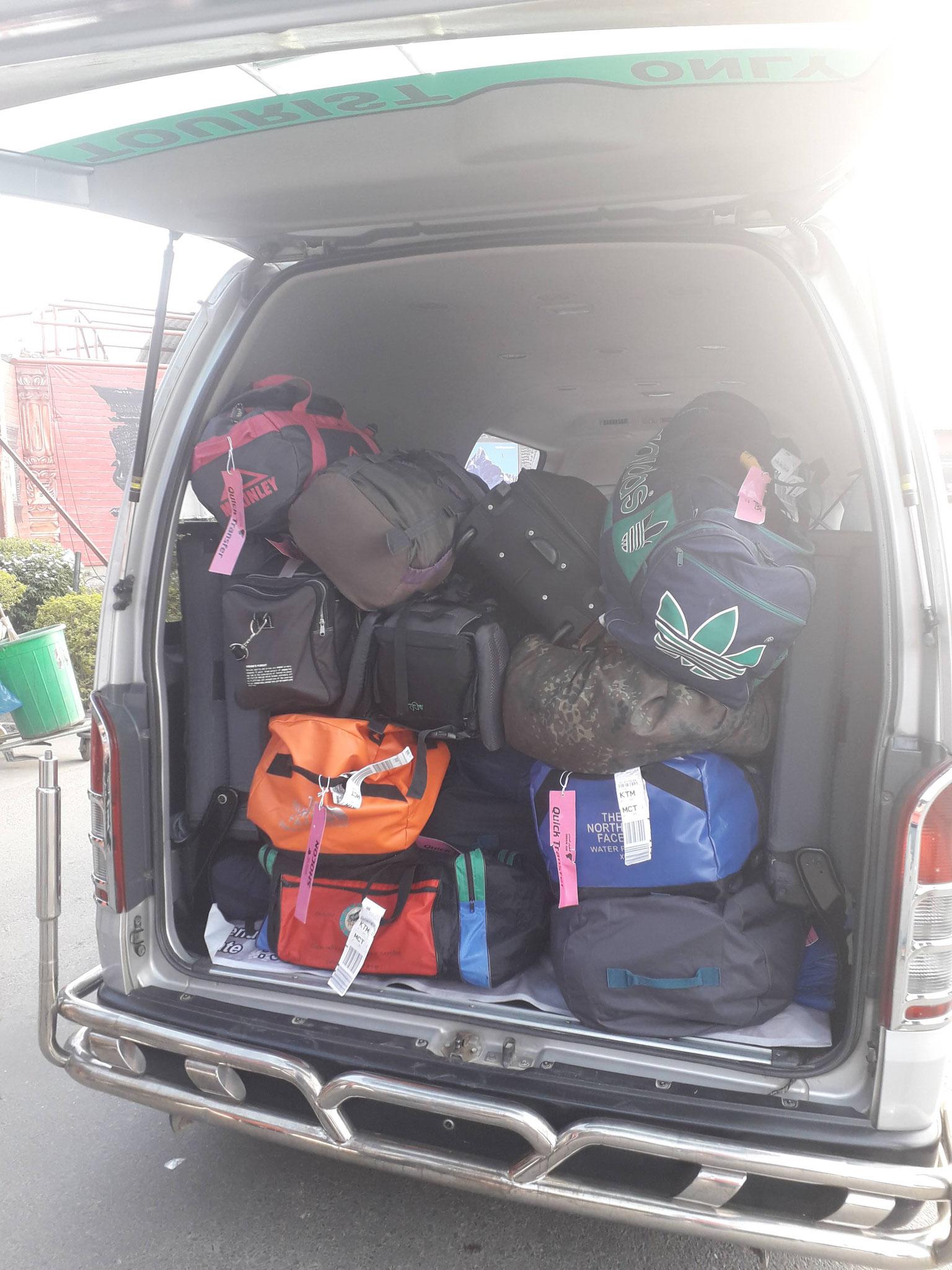 Ankunft in Kathmandu wir hatten spende- Kleider dabei