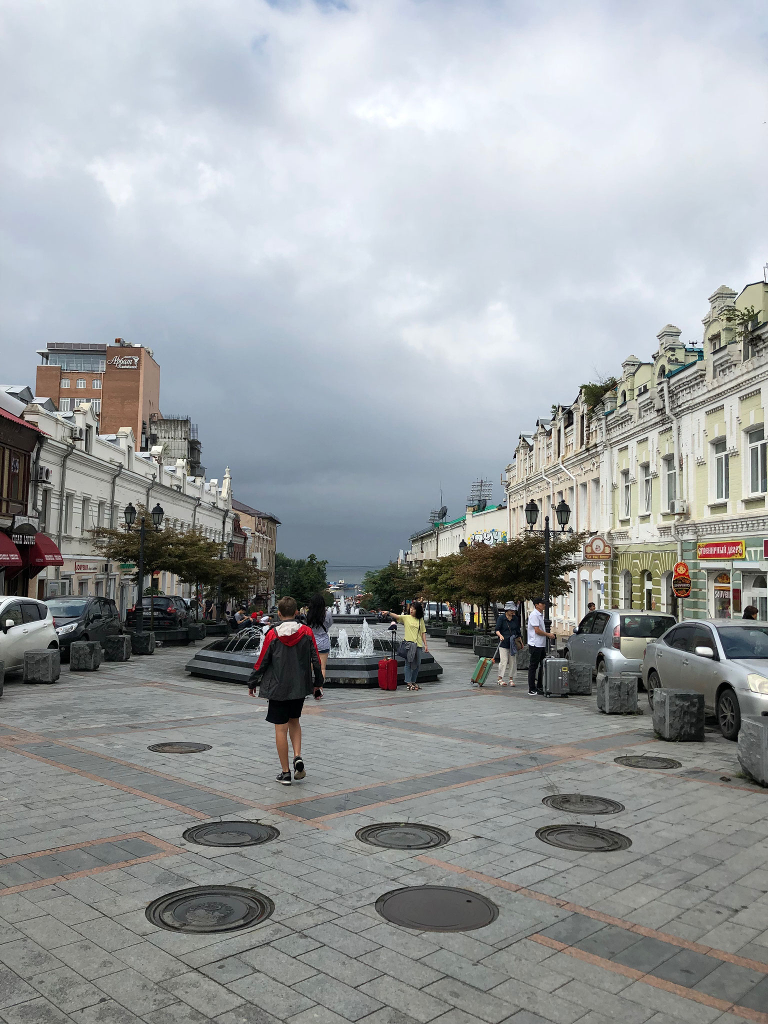 ウラジオストク観光のメインストリート、アドミラーラ フォーキナ通り
