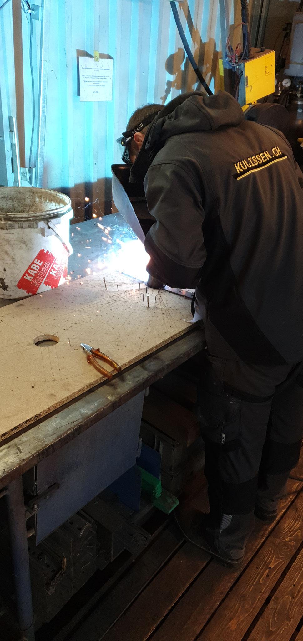 Schweissarbeiten beim Kulissenbau