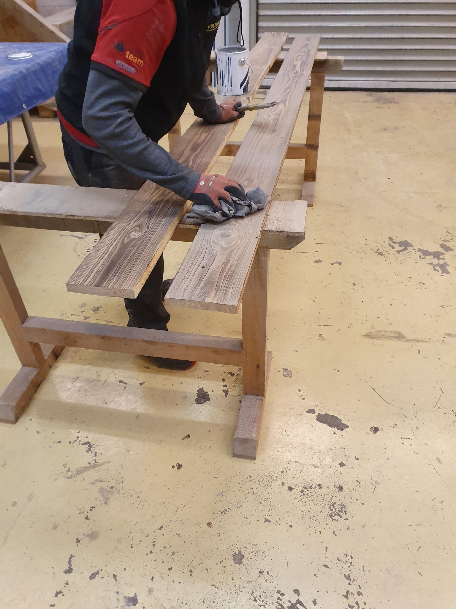Ablumpen der Holzbretter Kulissenbau