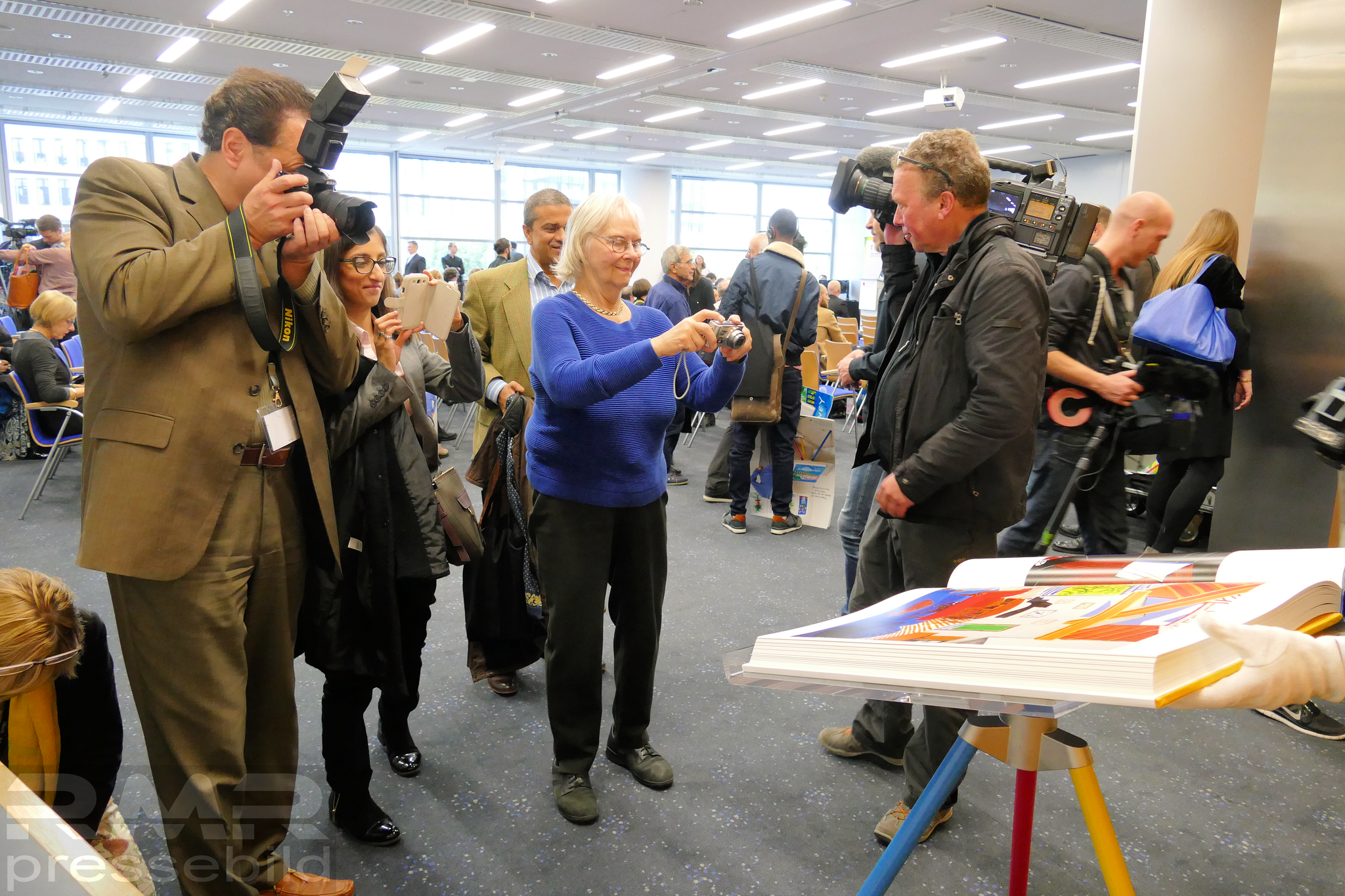 Medieninteresse © Klaus Leitzbach/frankfurtphoto