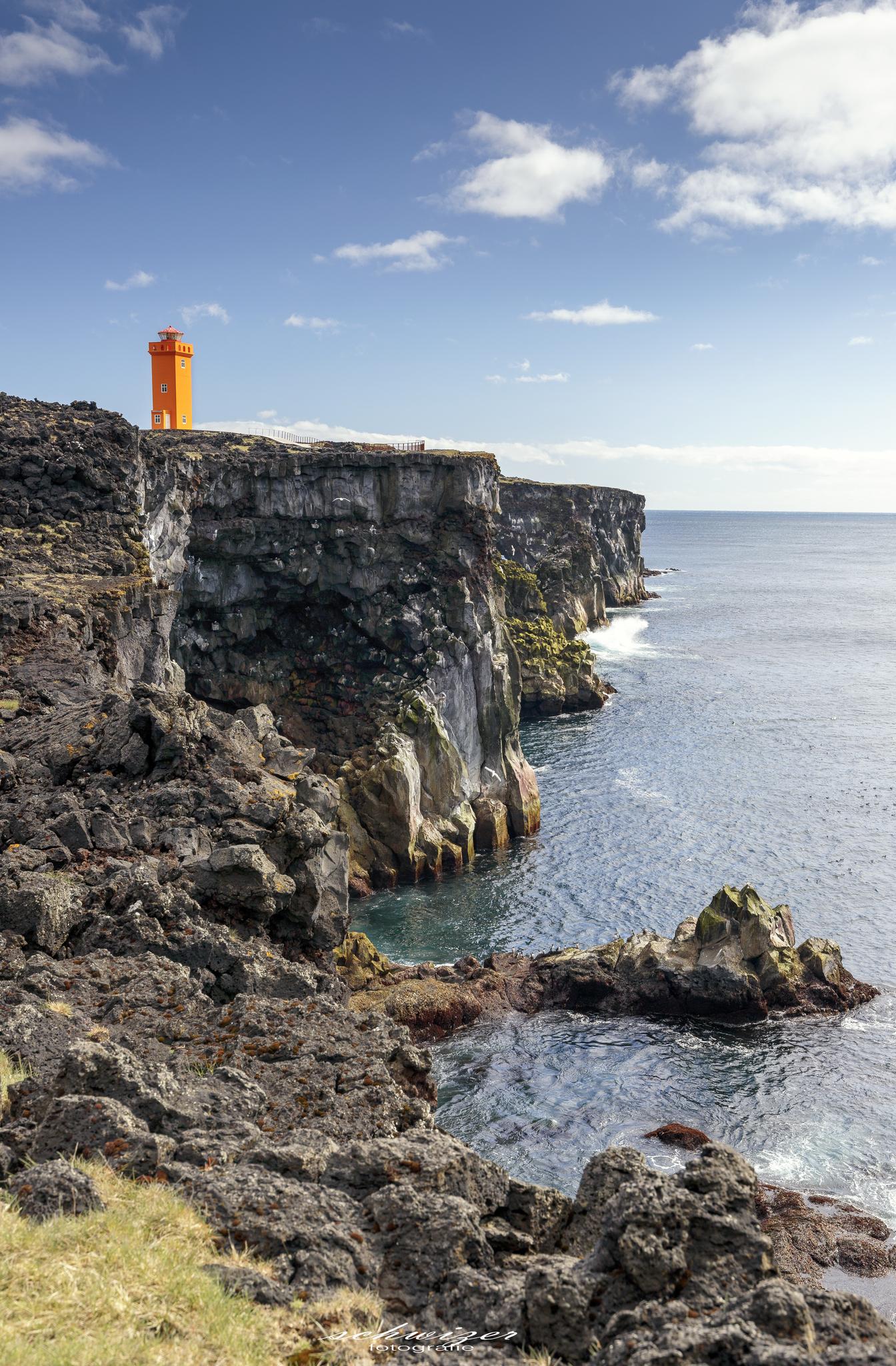 Küste mit Leuchtturm Skalasnaga