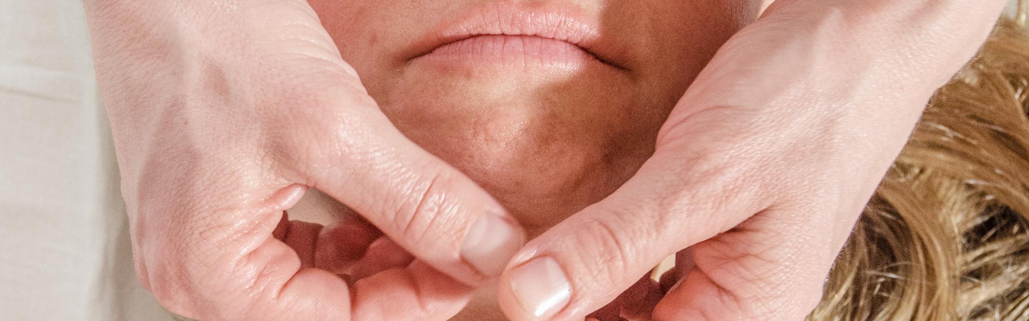 Kopf-/Gesichtmassage