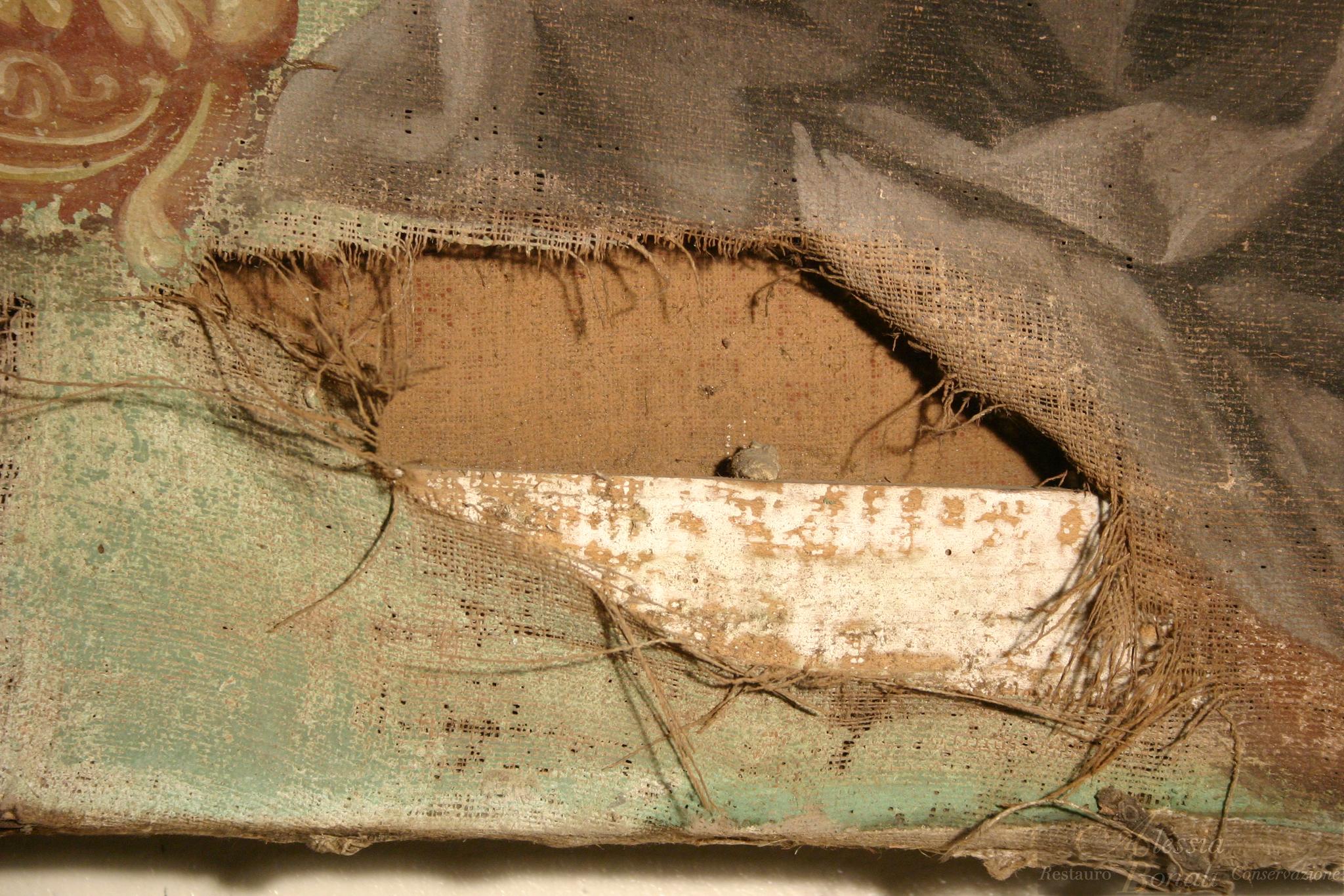 Lacerazione della tela prima del restauro