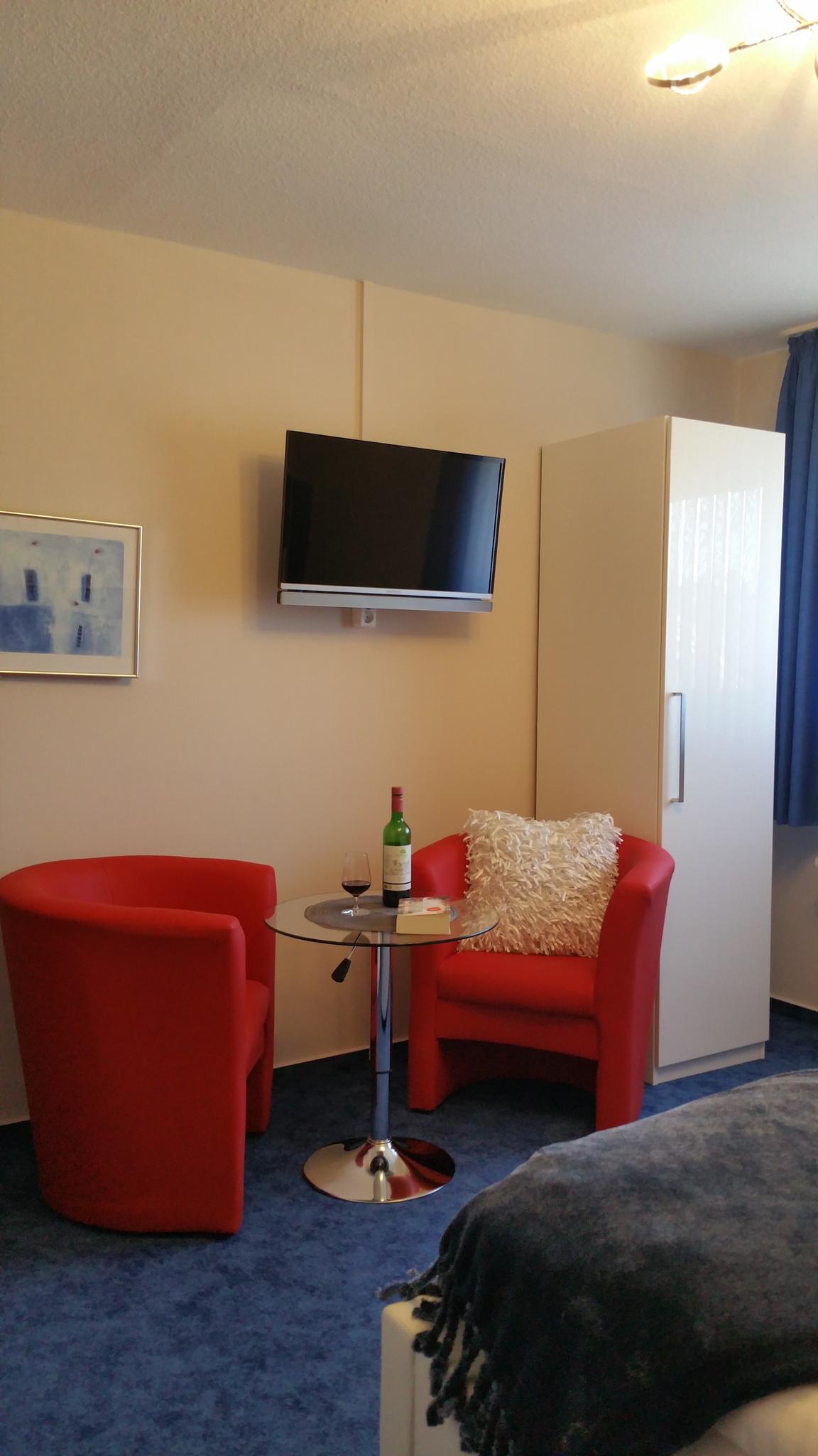 Deluxe Zimmer 7 - relaxen oder arbeiten - beides möglich am höhenverstellbaren Drehtisch!