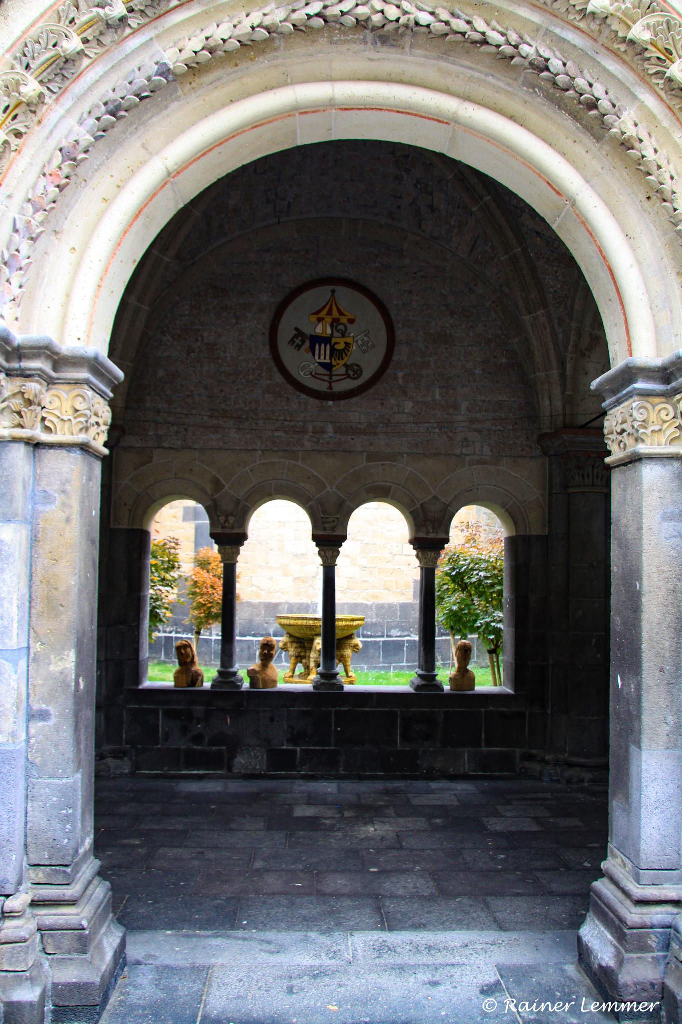Eingang zum Atrium-Paradies