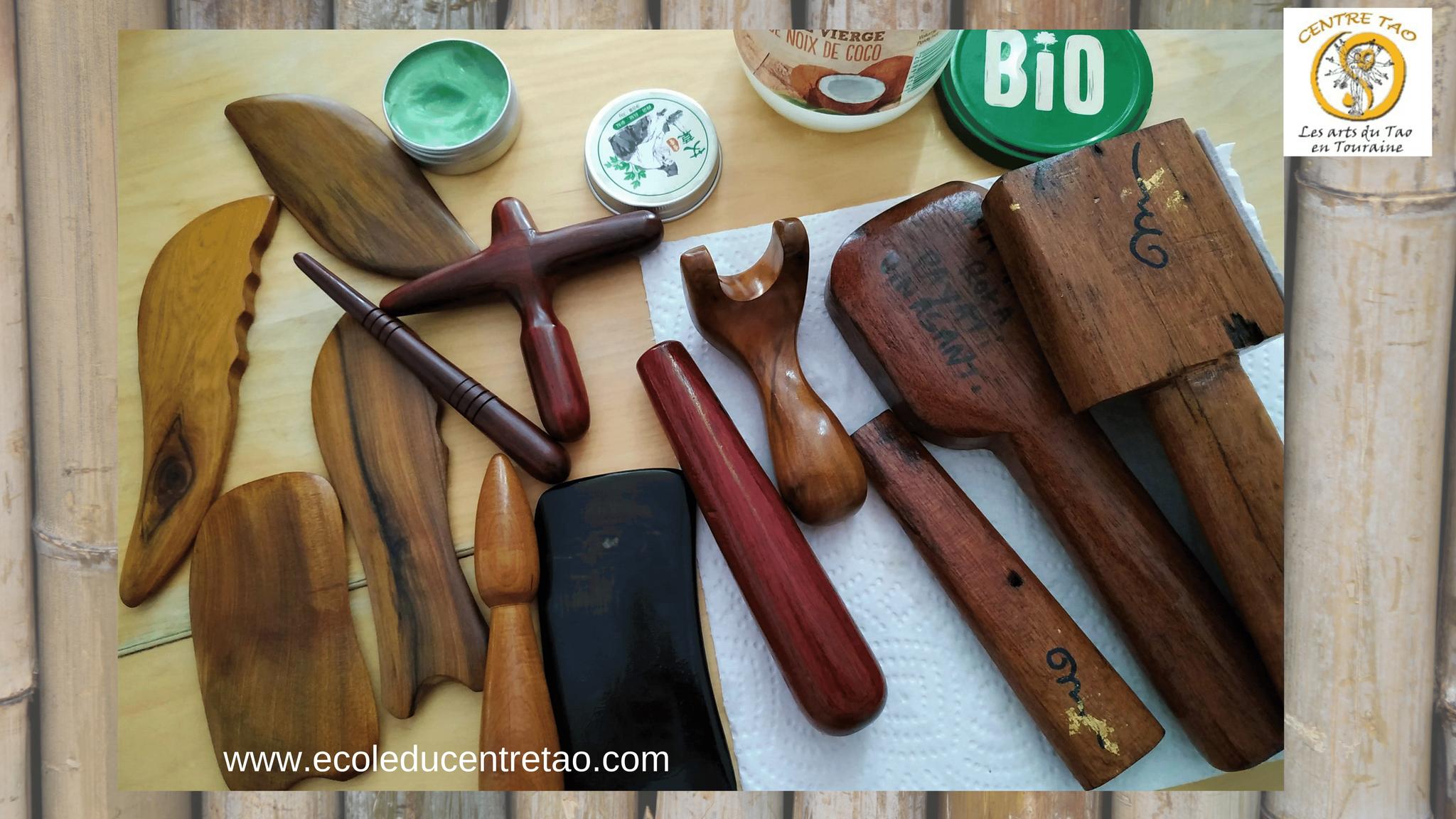 Assortiment d'outils de Guasha et Toksen pour le massage.