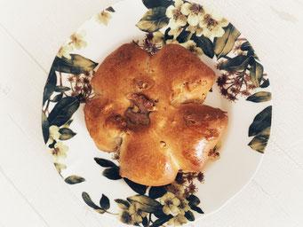 くるみパン くるみぎっしり、初級編のパンなので作りやすいです ★
