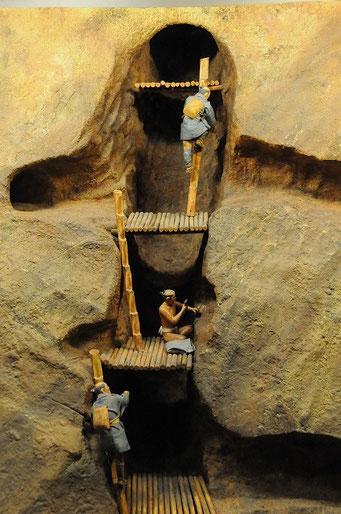 近世のたぬき掘りのジオラマ。鉱山の様子が視覚的にわかります。