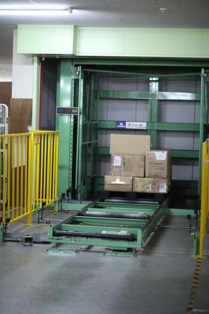 大量の荷物の上げ下ろしもオートレーターで効率的に行えます。