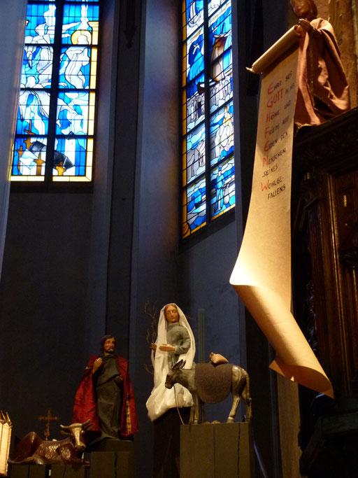 Joseph, Maria und der Verkündigungsengel (Milieukrippe Lyskirchen Foto Matthias Schnegg, Gestaltung Benjamin Marx)