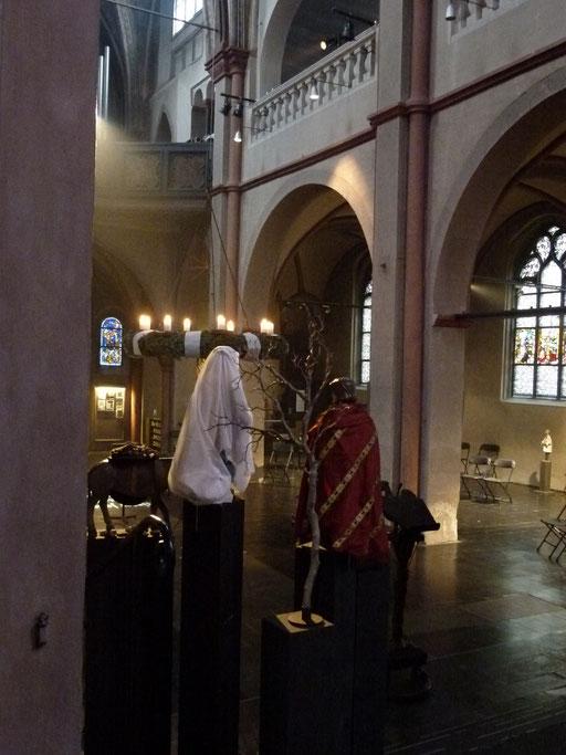 Ein Blick in die Kirche, wie Joseph und Maria ihn haben ...(Milieukrippe Sankt Maria Lyskirchen, Idee und Konzeption: Benjamin Marx, Foto: Matthias Schnegg)