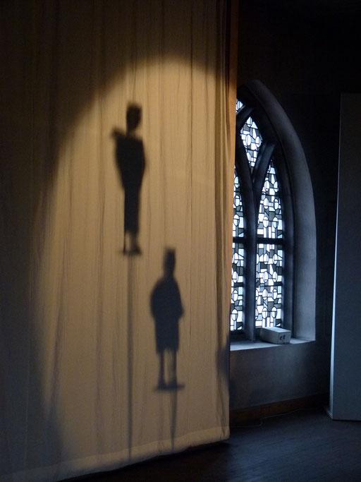 Sie werfen ihren Schatten voraus ... (Milieukrippe Sankt Maria Lyskirchen, Idee und Konzeption: Benjamin Marx, Foto: Matthias Schnegg)