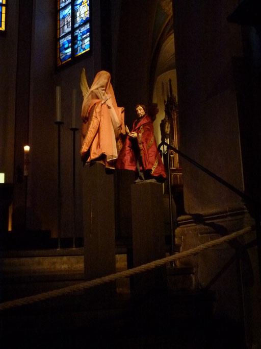 Mit der Geburt Jesu Christi war es so: Maria, seine Mutter, war mit Josef verlobt; noch bevor sie zusammengekommen waren, zeigte sich, dass sie ein Kind erwartete - durch das Wirken des Heiligen Geistes.