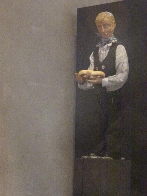 Der Leyendecker in der Krippe von Lyskirchen ... Leyen ist Schiefer .... (Milieukrippe Sankt Maria Lyskirchen, Idee und Konzeption: Benjamin Marx, Foto: Matthias Schnegg)