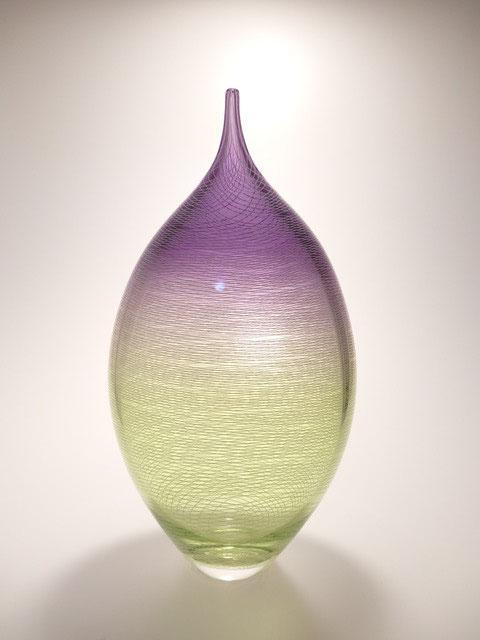 Flower vessel with line pattern design