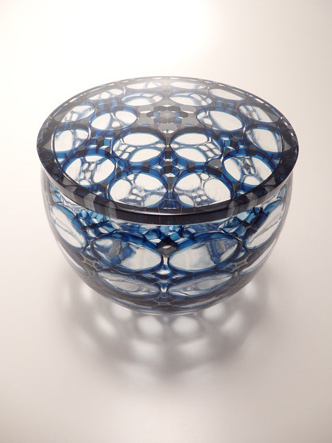 Covered vessel of glass with flower pattern design