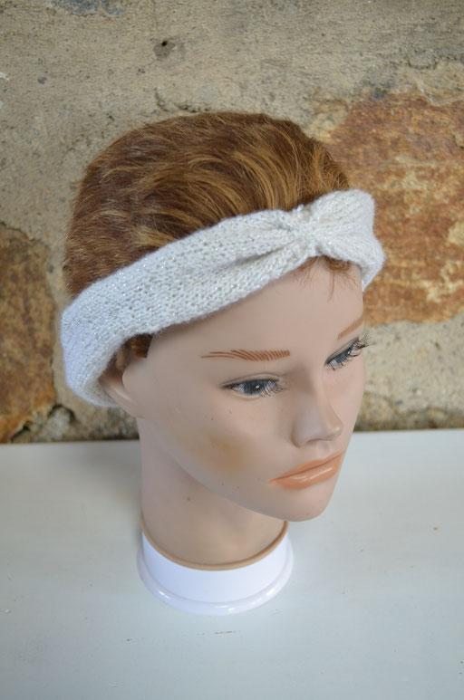 Stirnband, weißes Acrylgarn mit Lurex. Designt und handgestrickt by Zeitzeugen-Manufactur. 4,00 € - jetzt reduziert auf 2,99 €
