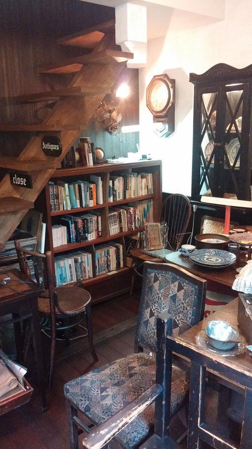階段下の小さな図書館