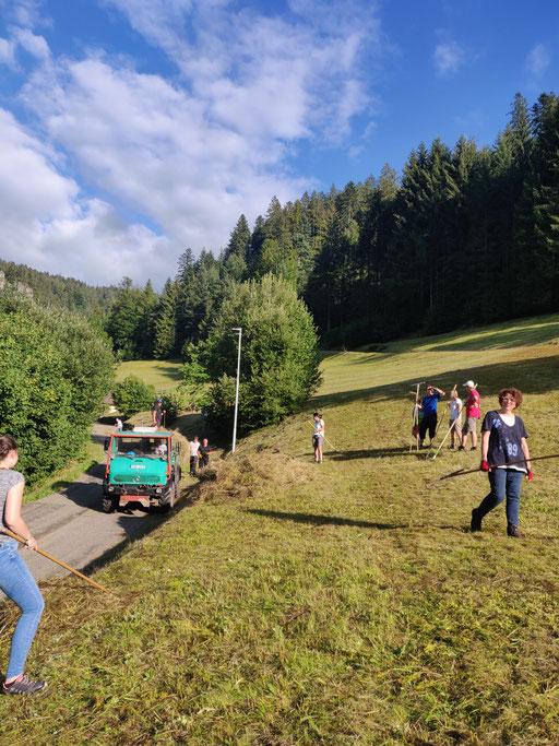 Bei strahlendem Sonnenschein im Burgbach