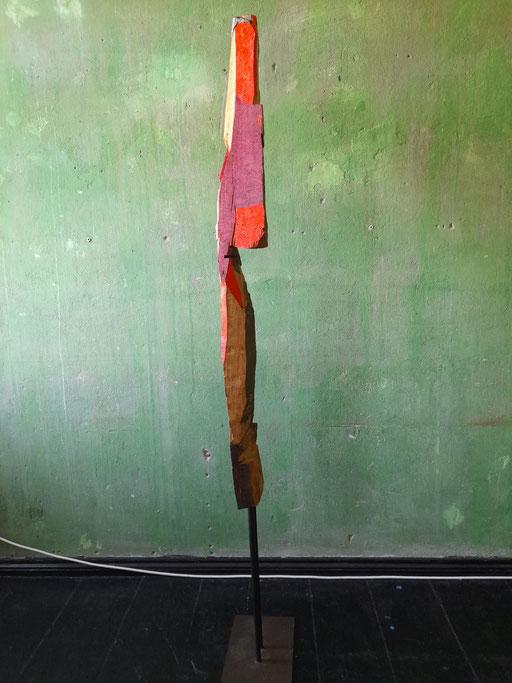 """""""Marabu"""" Ansicht """"Seite 2"""" (95/21 Holz, Stahl, Öl, Lippenstift  H: 130cm, mit Stahlfuss 180cm)"""