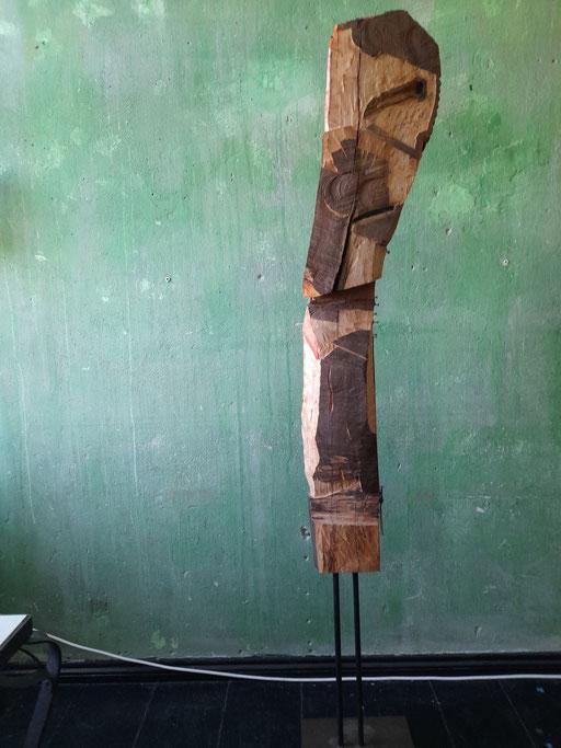"""""""Marabu"""" Ansicht """"hinten"""" (95/21 Holz, Stahl, Öl, Lippenstift  H: 130cm, mit Stahlfuss 180cm)"""