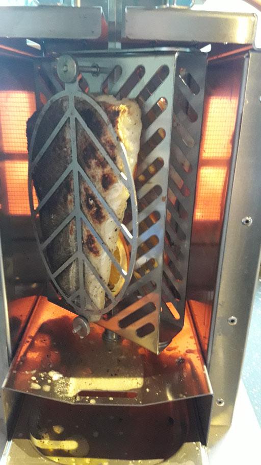 Fisch im Oberhitzegrill BBQ Burner
