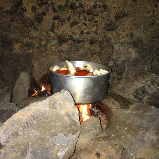 Kochen auf der Feuerstelle
