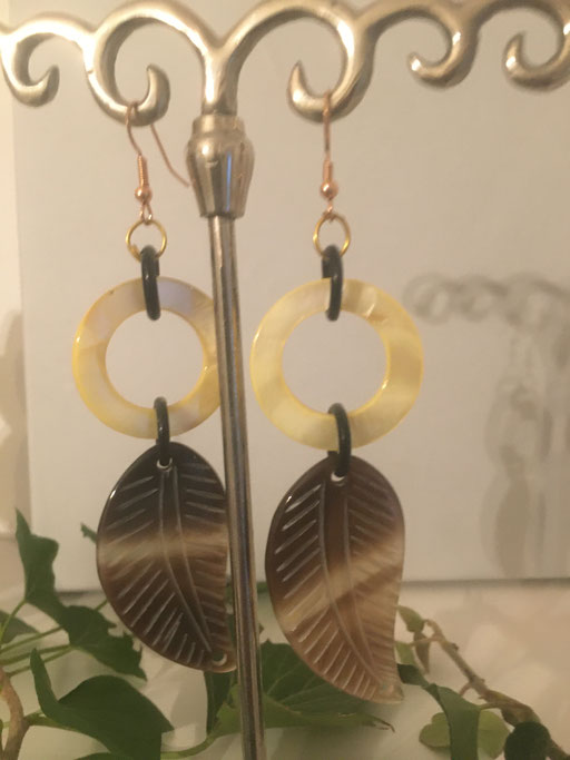 Ohrgehänge aus Horn handmade