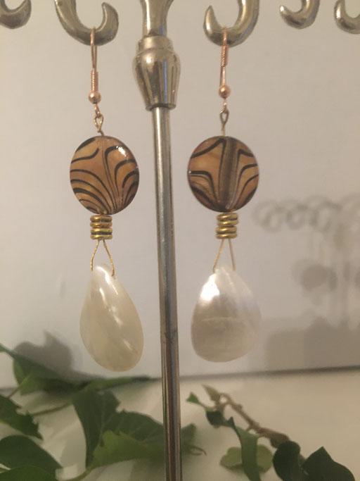 Ohrgehänge aus Perlmutt handmade