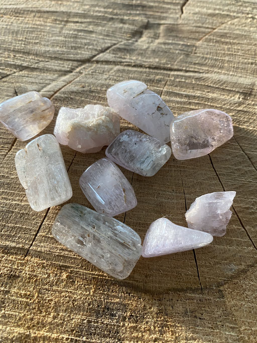 Kunzite Nimalaé Lithothérapie et boutique de minéraux