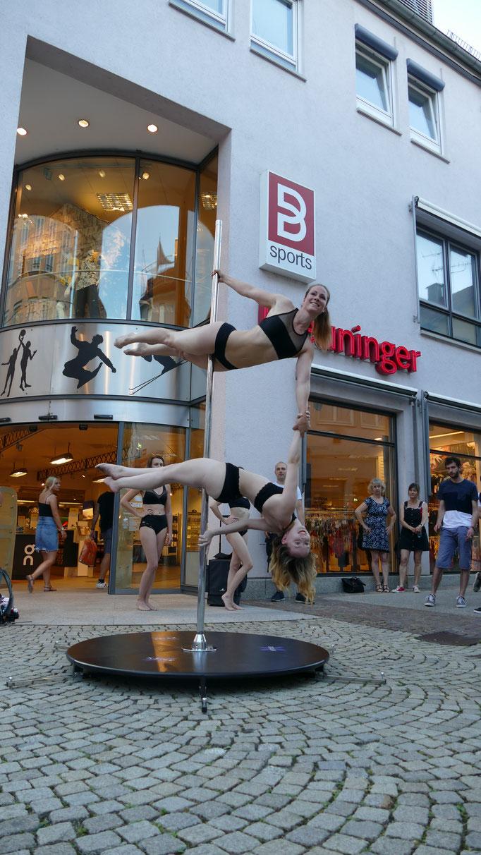 Poledance Double Trick Auftritt Breuninger 2019