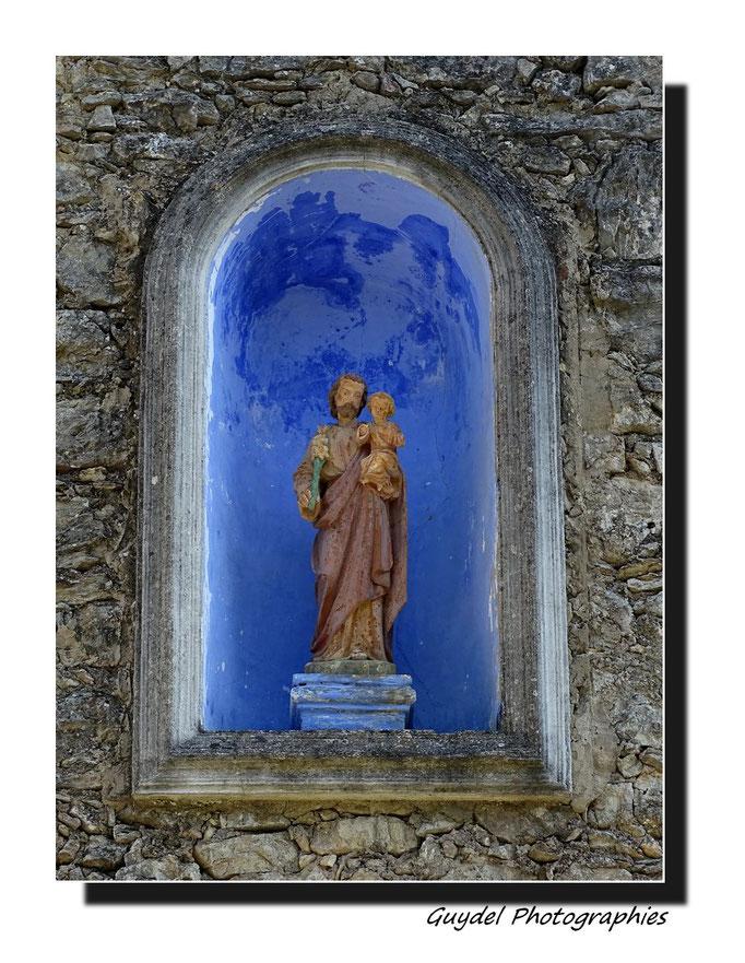 St Joseph ( à St Paul en Forêt ... au-dessus de la porte )