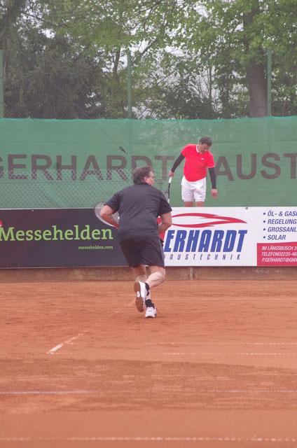 Frank Neils (oben) und Dirk Walther in vollem Einsatz